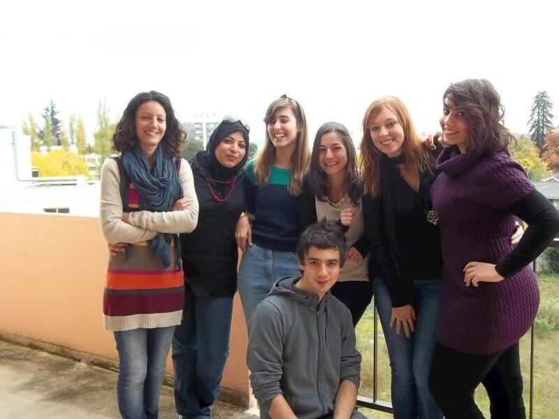 Groupe de volontaires accueillis à Pau dans le cadre des projets SVE Otesha Lifestyle et Otesha Cultural Diversity par Pistes Solidaires, Habitat Jeunes Pau Pyrénées et l'AFASEC.