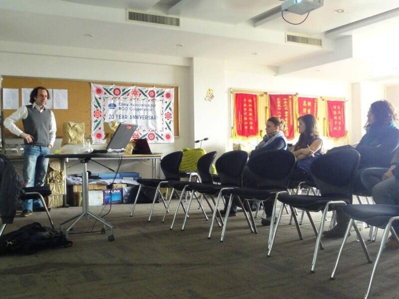 Formation à l'arrivée SVE EurAsiAmerica avec les volontaires de Pistes Solidaires et CESIE, accueillies au sein de CANGO à Pékin.